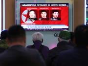 Diese drei US-Bürger waren in Nordkorea festgehalten worden. Trump verkündete nun, dass sie sich auf dem Rückflug in die USA befinden. (Bild: KEYSTONE/AP/AHN YOUNG-JOON)