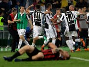 Das Bild des Cupfinals in Italien: Juventus feiert, Milan am Boden (Bild: KEYSTONE/AP/GREGORIO BORGIA)
