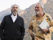"""Regisseur Terry Gilliam (r) und Hauptdarsteller Jonathan Pryce in """"The Man Who Killed Don Quixote"""". Nach längerem juristischen Tauziehen ist der Film in Cannes ausser Konkurrenz zu sehen. (Pressebild) (Bild: Pressebild)"""