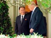 US-Präsident Donald Trump hat den nordkoreanischen Unterhändler Kim Yong Chol am Freitag im Weissen Haus in Washington empfangen. (Bild: KEYSTONE/AP/ANDREW HARNIK)