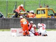 Sanitäter leisten dem verunfallten Michele Pirro Erste Hilfe (Bild: KEYSTONE/EPA ANSA/CLAUDIO GIOVANNINI)