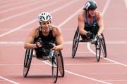 Manuela Schär (vorne) siegte am «Daniela Jutzeler Memorial» in Nottwil über 5000 Meter. Im Hintergrund die US-Amerikanerin Tatjana McFadden. (Bild: Alexandra Wey, Keystone (Nottwil, 27. Mai 2018))