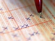 Wer die richtigen Zahlen ankreuzt, kann bei der Lotterie Eurojackpot 90 Millionen Euro gewinnen. (Bild: KEYSTONE/AP dapd/JOCHEN LUEBKE/DDP)