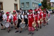 Tambouren am Umzug des letzten Kinderfestes in Urnäsch im Jahr 2013.
