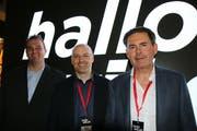 Wollen hallowil.ch etablieren: der künftige Chefredaktor Simon Dudle (links) mit den Inhabern Thomas Feller (Mitte) und Dieter Max Schenk (rechts). (Bild: Hans Suter)