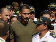 Paolo Guerrero, der Captain der peruanischen Nationalmannschaft, wird trotz eines positiven Dopingtests an der Weltmeisterschaft in Russland spielen. (Bild: KEYSTONE/AP/MARTIN MEJIA)