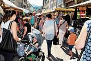 Der Augustmarkt (hier 2016) zieht stets viele Besucher an. Gegen Abend hat es aber oft nicht mehr so viel Publikum. Der eine oder andere Markthändler ist darum versucht, schon früher, als nach Marktreglement vorgesehen, zusammenzupacken und nach Hause zu fahren. (Bild: Max Tinner)