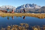 Vorbei am Bärenseewen zum Chruez oberhalb Schiers im Prättigau, im Hintergrund der Rätikon mit den Chirchlispitzen und der Drusenfluh. (Bild: Keystone)