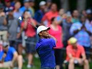 Tiger Woods unter den Augen seiner vielen Fans (Bild: KEYSTONE/FR171035 AP/DAVID DERMER)