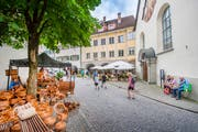 Markt auf der Marktgasse in Feldkirchs Innenstadt. Bild: Urs Bucher