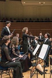 Attraktiv für Topstars: Luzerner Sinfonieorchester (stehend: Kojan Krkuleski, Andrea Bischoff) mit Chefdirigent James Gaffigan. (Bild: Ingo Höhn)