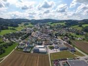 Eingebettet in die Hügel des Tannzapfenlandes: Das Dorf Balterswil ist in der Vergangenheit entlang der Hauptstrasse gewachsen. (Bild: Olaf Kühne)