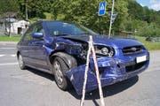 Auch das zweite Auto zeigt deutliche Spuren des Zusammenstosses. (Bild: Zuger Polizei (Baar, 9. Juni 2018))