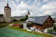 Bei Neubauten muss künftig ein Teil des Stroms selber erzeugt werden – beispielsweise durch Photovoltaikanlagen wie hier auf dem Dach der Heubühne beim Hof hinter der Museggmauer in Luzern. (Bild: Philipp Schmidli, 7. Juni 2018)