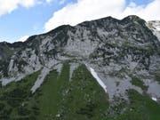Am Mattstock in der Nähe des Walensees SG ist ein 22-Jähriger beim Klettern in den Tod gestürzt. (Bild: Kantonspolizei St. Gallen)