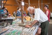 Am Floh- und Sammelmarkt gab es alles Mögliche zu kaufen. (Bild: Bilder: Benjamin Manser)