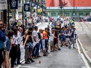 Menschenkette am Sonntag in Bilbao. (Bild: Keystone/EPA EFE/JAVIER ZORRILLA)