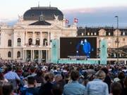 """Auch künftig werden auf dem Sechseläutenplatz in der Stadt Zürich unterschiedlichste Veranstaltungen wie etwa die Oper für alle stattfinden. Die Stadtzürcher Stimmberechtigten haben die Initiative """"Freier Sechseläutenplatz"""" abgelehnt. (Bild: KEYSTONE/ALEXANDRA WEY)"""