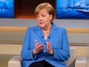 """""""Wir lassen uns nicht eins ums andere Mal über den Tisch ziehen"""": die deutsche Kanzlerin Angela Merkel in der TV-Sendung """"Anne Will"""". (Bild: KEYSTONE/EPA NDR Presse und Information/NDR/WOLFGANG BORRS HANDO)"""
