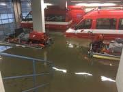 Die Feuerwehr Frauenfeld hatte selber mit Schäden zu kämpfen. Die untere Fahrzeughalle wurde überflutet.(Bild: PD