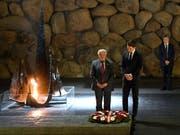 Österreichs Bundeskanzler Sebastian Kurz besucht die Holocaust-Gedenkstätte Yad Vashem in Jerusalem. (Bild: KEYSTONE/APA/APA/ROBERT JAEGER)