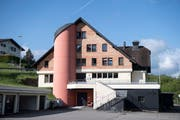 Das ehemalige Wohn- und Gewerbehaus Biberhof wird seit 2015 als Durchgangszentrum für Asylsuchende genutzt. (KEYSTONE/Urs Flüeler)
