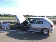 Wie heftig der Zusammenprall war, zeigt sich anhand des massiv beschädigten Fahrzeuges der Geisterfahrerin. (Bild: Kantonspolizei St.Gallen)