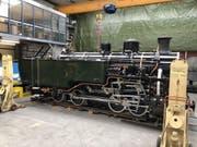 Zum Einsatz auf der Furka-Bergstrecke bereit: Die 95-jährige und frisch restaurierte Lok HG 4/4 704, die bis 1975 durchs vietnamische Hochland tuckerte, in der Werkstätte in Uzwil. (Bild: Dampfbahn Furka-Bergstrecke)