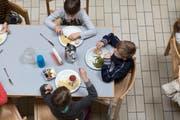 Mittagessen in der Tagesschule. Bild: ky