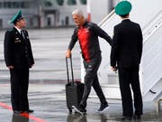 Vladimir Petkovic bei der Ankunft in Samara (Bild: KEYSTONE/LAURENT GILLIERON)