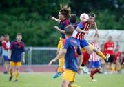 Severin Gut vom FC Horw (links) im Kopfballduell mit Cveto Churlinov vom FC Rotkreuz. (Bild: Stefan Kaiser (Rotkreuz, 05.Juni 2018))
