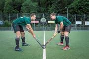 Haben das Landhockey-Gen vom Vater geerbt: Martin (links) und Manuel Greder aus Luzern. (Bild: Manuela Jans-Koch (Luzern, 7. Juni 2018))