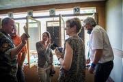 Auf dem Rundgang gab es für die prominenten Gäste viel Wissenswertes zu erfahren. (Bild: Andrea Stalder)