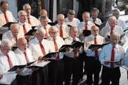 Die Mitglieder des Männerchors Sachseln-Giswil singen mit Inbrunst. (Bilder: Lea Kathriner (Sachseln, 10 Juni 2018))