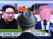 Das südafrikanische Fernsehen berichtet über die Vorbereitungen für den Gipfel zwischen US-Präsident Donald Trump und den norkoreanischen Machthaber Kim Jong Un. (Bild: KEYSTONE/AP/AHN YOUNG-JOON)
