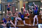 Die Kunstturnerinnen des Trainingszentrums Fürstenland Frauen zeigen eine Choreographie zu Klängen aus «Grease». Imelda Stadler hat selbst eine grosse Leidenschaft fürs Turnen.