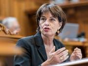 Bundesrätin Doris Leuthard will der Post-Führung bei Aufsicht und Löhnen genauer auf die Finger schauen. (Bild: KEYSTONE/ALESSANDRO DELLA VALLE)