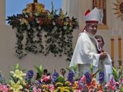 Bischof Juan Barros steht im Mittelpunkt des Missbrauchsskandals in der chilenischen Kirche. (Bild: KEYSTONE/AP/ALESSANDRA TARANTINO)