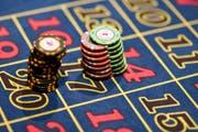 Nicht nur im Casino, auch online darf in der Schweiz künftig um Geld gespielt werden. Bild: Urs Jaudas