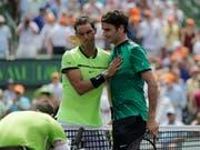 Im Head-to-Head zwischen Rafael Nadal und Roger Federer steht es 23:15 zugunsten des Spaniers. In diesem Jahr spielten die beiden Dauerrivalen auf der ATP Tour noch nicht gegeneinander (Bild: KEYSTONE/AP/LYNNE SLADKY)