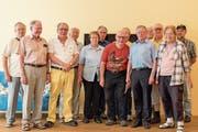 Die Teilnehmer der Schachmeisterschaft zusammen mit Beni Epp vom Schachklub Altdorf (ganz rechts) und Turnierleiter Beat Abegg (5. von rechts). (Bild: PD)