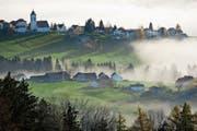 Die Nebel aus Querelen und Schuldzuweisungen sollen sich bald verziehen: Das Dorf Wald, von Rehetobel aus gesehen. (Bild: Urs Jaudas (Nov. 2011))
