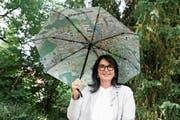 Steht mit dem Frauenfelder Rainmap-Schirm nicht im Regen: Jsabelle Wirth. (Bild: Christine Luley)