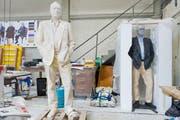 Für den Künstler Urs Fischer formten Felix Lehner und sein Team Skulpturen aus Wachs, die an der Biennale 2011 gezeigt und abgebrannt wurden. (Bild: Coralie Wenger)