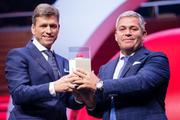 Die Gewinner des Prix SVC Zentralschweiz 2018; Verwaltungsratspräsident Christoph Meyer (links) und CEO Tobias Meyer Seven-Air Gebr. Meyer AG haben die Auszeichnung erhalten. (Bild: PD/PPR/Manuel Lopez)