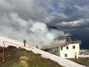 Die Feuerwehr Flims rückte mit 20 Personen aus. (Bild: Kapo GR)