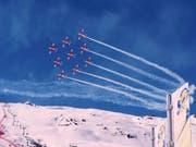 Ein Flugzeug der PC-7-Fliegerstaffel zertrennte Mitte Februar an der Ski-WM in St. Moritz bei einem Trainingsflug das Zugseil einer Seilbahnkamera. Nun eröffnet die Militärjustiz eine Voruntersuchung. (Bild: Swiss Air Force PC-7 TEAM)