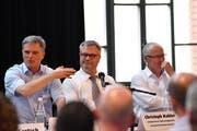 Marcel Volkart, Chef des Amtes für Berufsbildung und Berufsberatung, Schulpräsident Christoph Kohler und Roger Hehli, Verantwortlicher für die Berufsbildung bei der Stadler Rail. (Bild: Manuel Nagel)