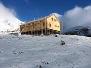 Die Holzhütte liegt auf 3000 Metern über Meer unterhalb des Berges Kazbegi. (Bild: PD)