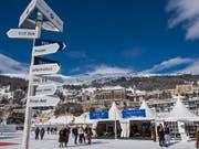 Neues Preismodell für Skifahrer im Engadin: Zeitpunkt der Buchung und Anzahl der Gäste bestimmen die Kosten für Skifahrerinnen und Skifahrer. (Bild: KEYSTONE/GIANCARLO CATTANEO)